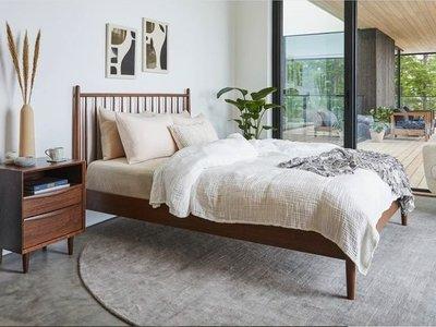 Ivoei Queen Bedroom