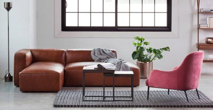 Embrace Lounge Chair Velvet Rose Pink